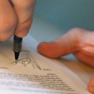 """""""Tra 10 mesi sarò licenziato"""", Sel consegna lettera di un lavoratore a Mattarella"""