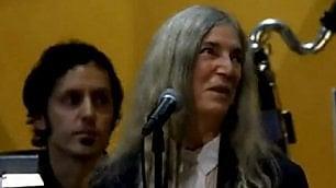 Nobel, troppa emozione Patti si esibisce al posto di Bob Dylan