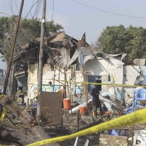 Sangue in Somalia e Nigeria: attentato al porto di Mogadiscio e a Mauduguri due bambine usate come bombe