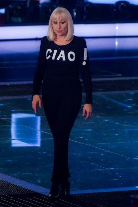 """Raffaella Carrà si ritira dalla tv: """"Ho avuto tanto, ora tocca ai volti nuovi"""""""
