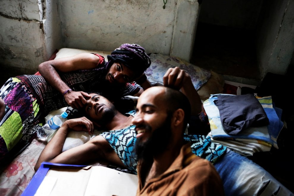 Brasile, in fuga dall'odio: viaggio nella palazzina occupata da gay, lesbiche e transessuali