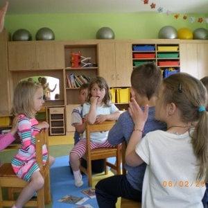 """Bambini a lezione di massaggi: """"Meno stressati e più concentrati. Così si combatte anche il bullismo"""""""