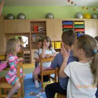 """Bambini a lezione di massaggi: """"Meno stressati e più concentrati. Così si combatte anche..."""