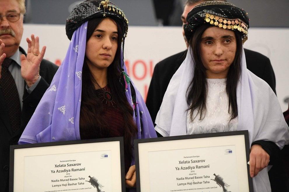 """Due schiave yazide premiate al Parlamento europeo: """"Siamo vittime di un genocidio. Il mondo deve sapere"""""""