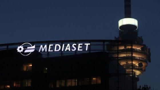 """Mediaset: """"Vivendi al 20%"""". Berlusconi: """"Operazione ostile, famiglia compatta"""""""