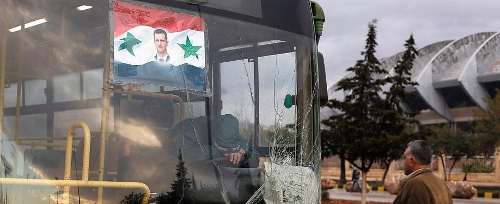 Aleppo, ripresi i bombardamenti: sospesa l'evacuazione di migliaia di civili