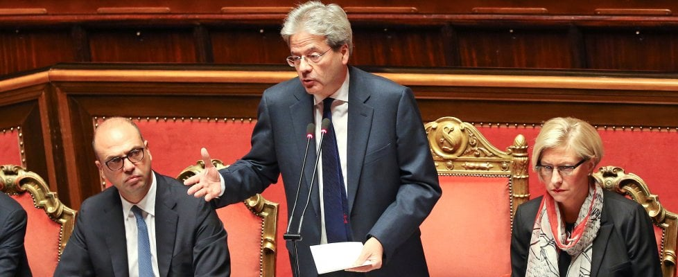 """Governo Gentiloni, fiducia al Senato con 169 """"sì"""". Come Renzi alla """"prima"""" a Palazzo Madama"""