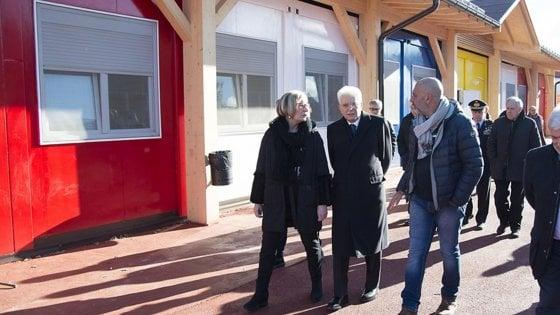 """Mattarella ai bimbi di Amatrice: """"Il vostro futuro nel cuore di tutti gli italiani"""". Nella notte scossa di magnitudo 3.2"""