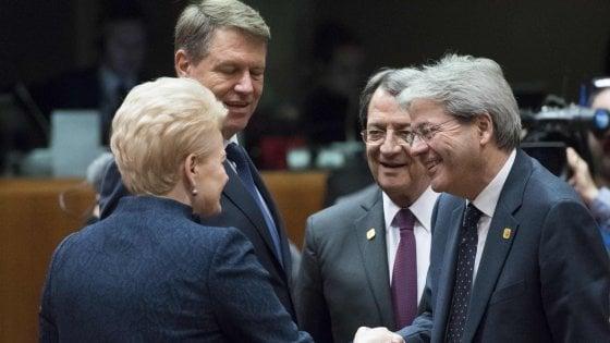 """L'Ue decide: stop alle sanzioni alla Russia da gennaio. Gentiloni:  """"Sui migranti Europa lenta"""""""