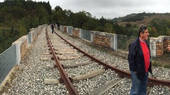 """Marche, la battaglia per riaprire l'ex ferrovia Fano-Urbino: """"Il treno ci salverà dall'isolamento"""""""