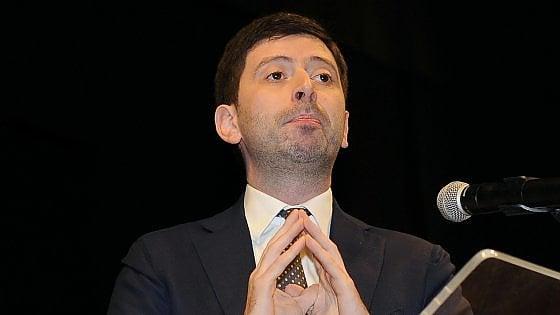 """Pd, Speranza si candida ad antiRenzi. Bersani incalza Gentiloni: """"Agire contro voucher e facili licenziamenti"""""""