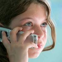 Uno smartphone o un cellulare a Natale, ma quando regalarlo ai bambini?