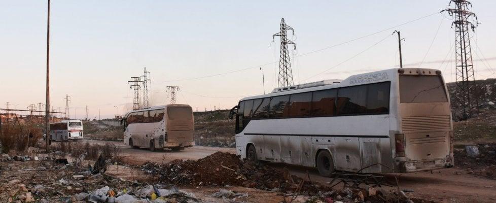 Siria evacuazione aleppo bruciati bus diretti a fua e - Bozza compromesso ...