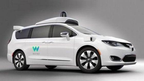 Cento Chrysler Voyager nelle mani di Google per i test dell'auto senza pilota