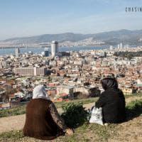 Chasing the stars: volti e storie a Izmir, tappa forzata per migranti in fuga
