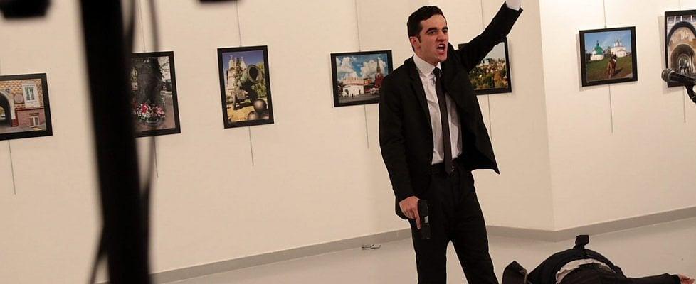 Turchia, ucciso ambasciatore russo Andrey Karlov. Morto l'attentatore: poliziotto di 22 anni