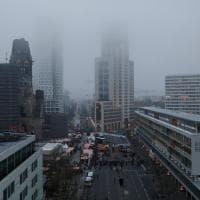 Berlino, il giorno dopo l'attacco: l'alba sul mercato di Natale colpito