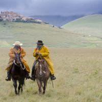A Castelluccio di Norcia, con i cowboy del terremoto