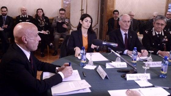 """Terrorismo, il nuovo schema di Minniti: """"Sindaci e polizia locale ci aiuteranno a fermare i lupi solitari"""""""