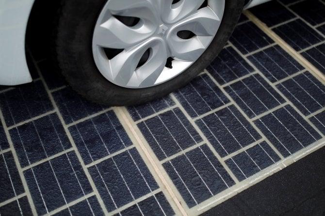 Francia, inaugurata la prima strada a pannelli solari