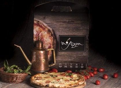 Se è surgelata si può chiamare pizza? Il dibattito all'ombra del Vesuvio