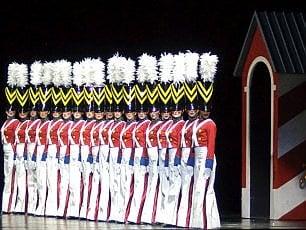 Danza, luci ed effetti speciali : a New York torna la magia natalizia delle Rockettes