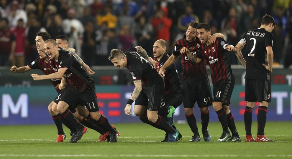 La festa del Milan dopo la vittoria della Supercoppa