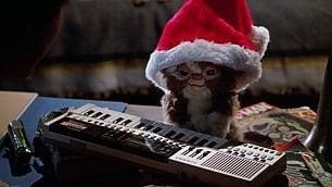 Calcutta, Subsonica, Elio e gli altri artisti 'off', come suona la canzone di Natale alternativa