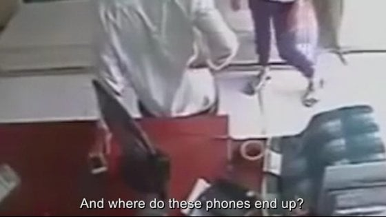 Che fine fanno gli smartphone rubati: lo svela un documentario