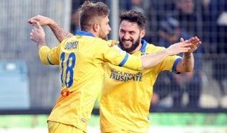 Serie B, il Frosinone vince al 95' e aggancia il Verona. Spal terza