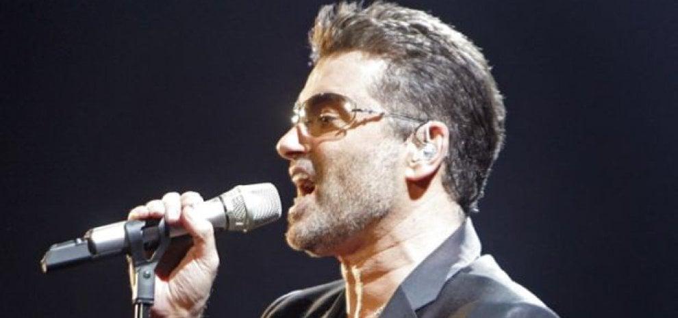 """George Michael morto d'infarto. Fondò gli Wham ed è stato l'autore di """"Last Christmas"""""""