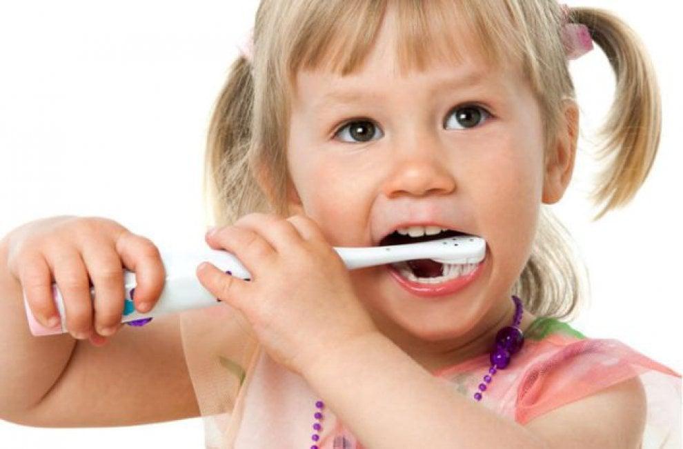 I 10 consigli per l'igiene dentale durante le Feste