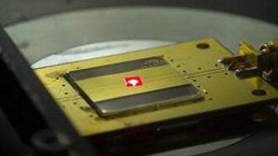 Costruita con due atomi la radio più piccola del mondo