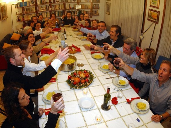 Cenone a casa per sette italiani su dieci, spesi oltre 2 miliardi
