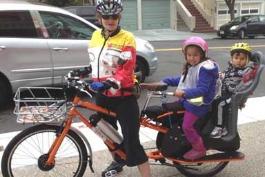 Francia, obbligo del casco per i baby ciclisti