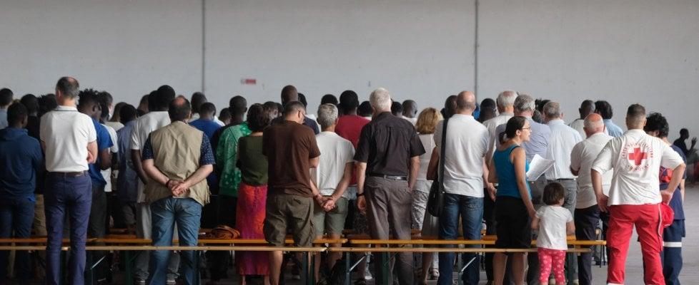 """Migranti irregolari, riaprono i Cie: """"Raddoppieremo le espulsioni"""""""