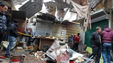 Doppia esplosione in un mercato di Bagdad: molte vittime. Gli Usa: Al-Baghdadi è vivo