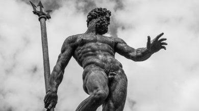 Bologna, Facebook censura il Nettuno: è troppo nudo
