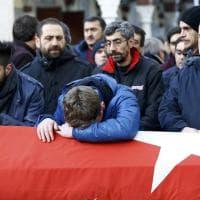 Capodanno di sangue a Istanbul, i funerali di una vittima