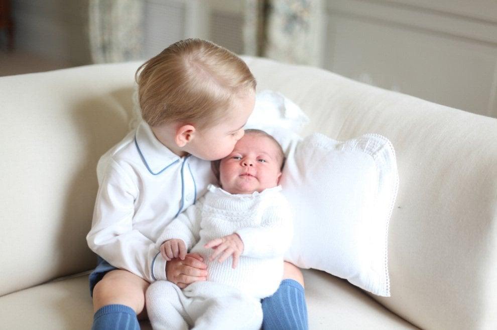 Premiati gli scatti di mamma Kate: la duchessa diventa membro della Royal Photographic Society