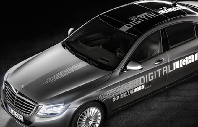 "Mercedes-Benz illumina con la ""Digital light"": sicurezza in qualità HD"