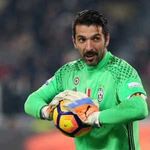 "Juventus, Buffon si allena a parte. Rugani: ""Ripartire con ferocia"""