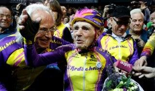 Ciclismo, un'ora in pista a 105 anni: l'incredibile impresa di Robert Marchand