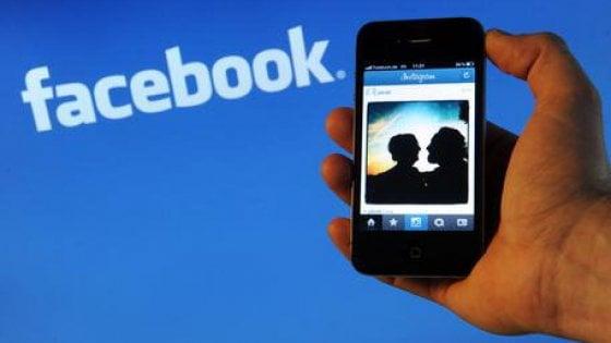 Dalle carte di credito al salario: cosa sa Facebook della nostra vita offline