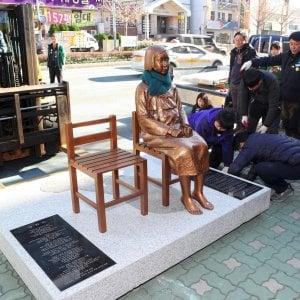 Giappone e Corea del Sud, la statua in ricordo delle 'comfort women' riaccende la tensione