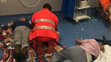 Lospedale di Nola come un campo di prima emergenza: pazienti curati sul pavimento