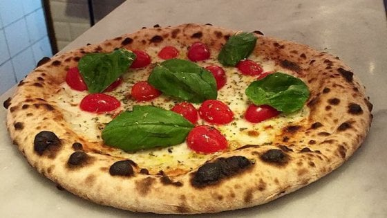 Al Piccolo buco, le sorprese di una pizza a un passo dalla Fontana di Trevi