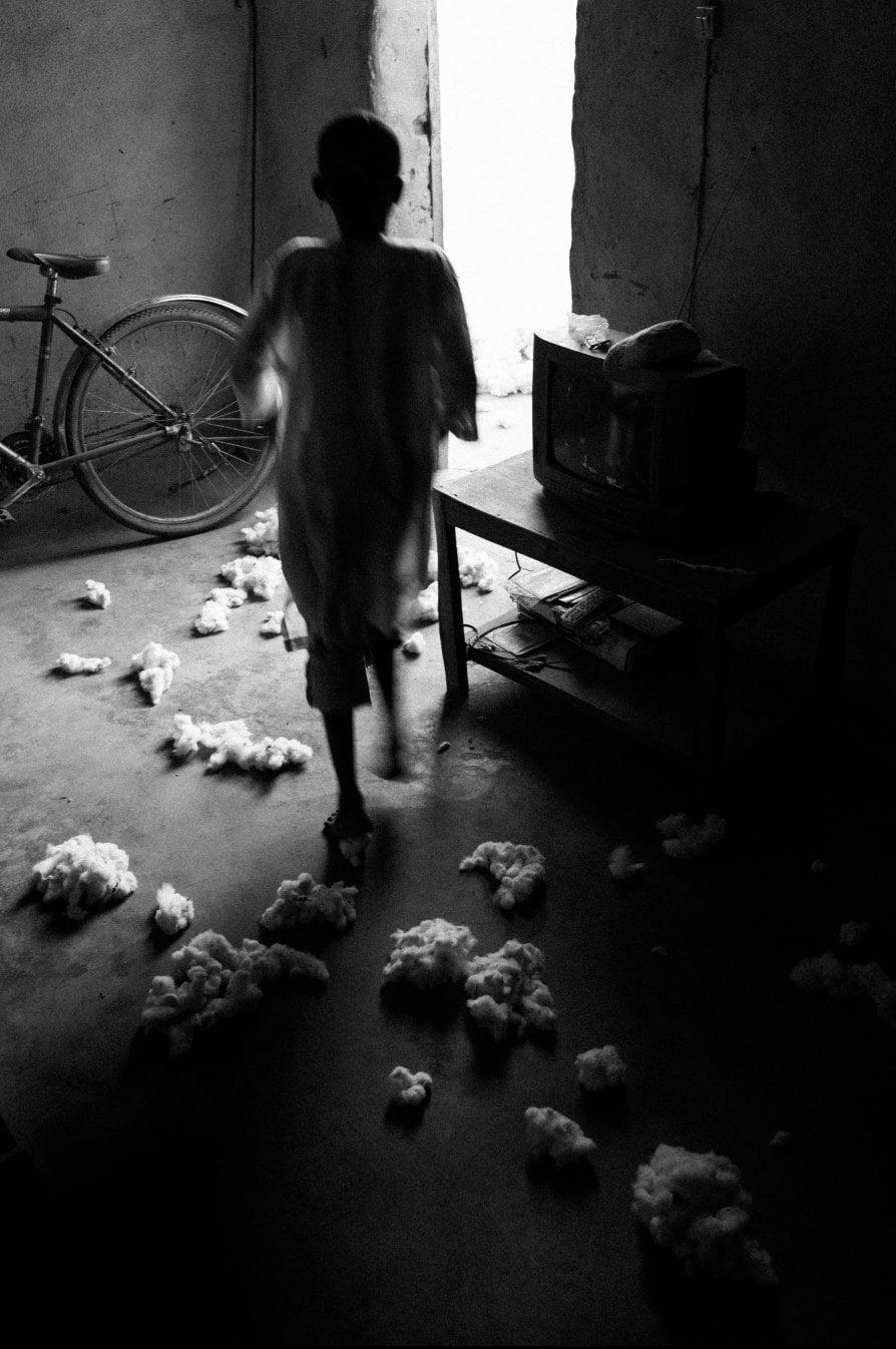 Il viaggio del cotone dai campi africani ai negozi