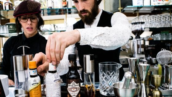 Roma, con caffè e cocktail 5 giovani sognano di far riscoprire la bellezza di piazza Vittorio