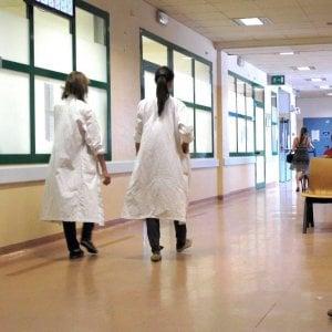 Giovane, donna e medico, tra mobbing e poca carriera
